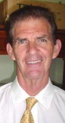 Trevor Steele kun kravato
